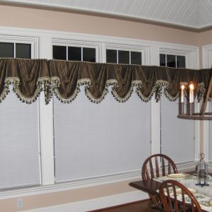 Kingston valance