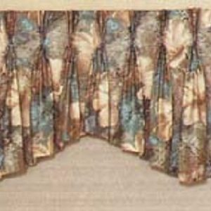 multiple arch tapered pinch pleat valance.
